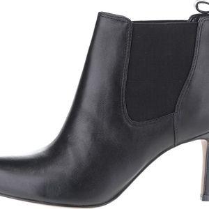 Černé dámské kožené kotníkové boty Clarks Carlita