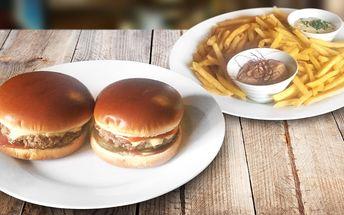Burger, hranolky a domácí omáčky pro 2 jedlíky