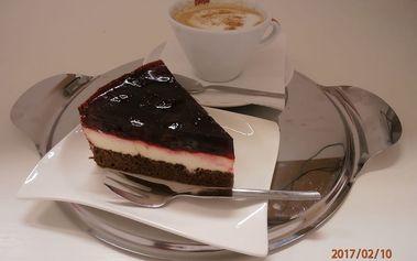 Sladké pokušení: dortík dle výběru + cappuccino nebo latté pro 1 či 2 osoby v Praze