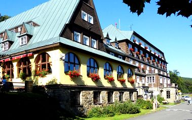 Pobyt v hotelu Tanečnica *** nebo bungalovech přímo na Pustevnách