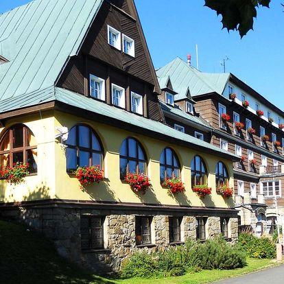 Hotel Tanečnica *** na Pustevnách s polopenzí a bazénem