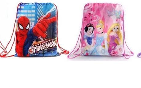 Vak na přezůvky, tělocvik či svačinu od Disneyho - s oblíbenými motivy Cars, Spider-man, Sofie nebo princezen. Vak se pomocí popruhů zatáhne a bezpečně uzavře. Vak mohou děti nosit klasicky jako batoh nebo zavěsit na školní tašku.