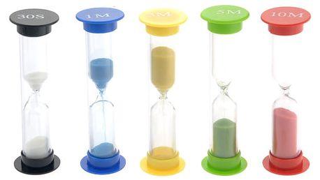 Sada barevných přesýpacích hodin s různými časy