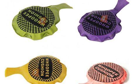 Žertovný předmět - prdící polštářek, na výběr ze 4 barev