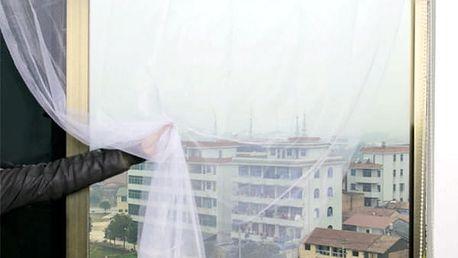 Záclona proti hmyzu v bílé barvě