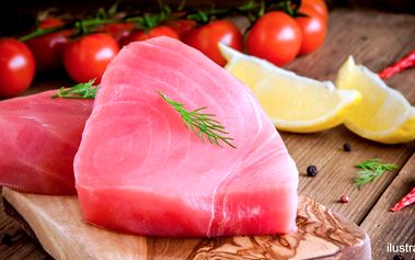 1 kg zmrazených steaků z tuňáka žlutoploutvého