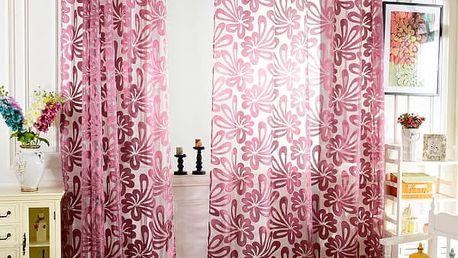 Záclona s s velkými květy ve třech barvách