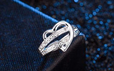 Dámský prsten propletený se srdcem ve stříbrné barvě
