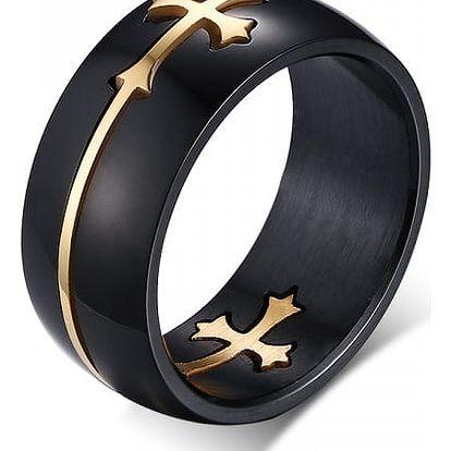 Pánský prsten se zajímavě zpracovaným křížem