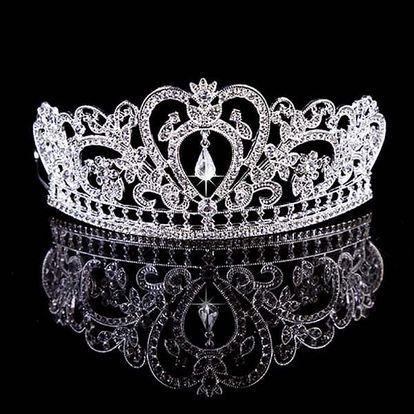 Elegantní zdobená korunka ve stříbrné nebo zlaté barvě