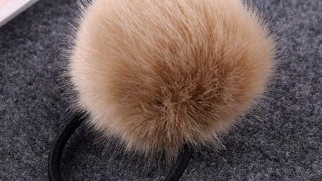 Ozdobná gumička do vlasů s chlupatou kuličkou