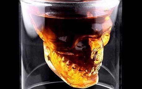 Kreativní sklenice na pití s vytvarovanou lebkou
