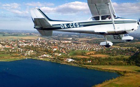 Řízení letounu pro 1 osobu pod dohledem zkušeného pilota