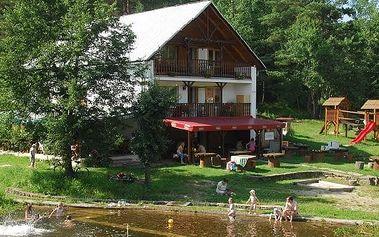 Slovensko, 3-4denní pobyt pro dva s výhledem na Beskydy, lahví vína, přírodním koupalištěm