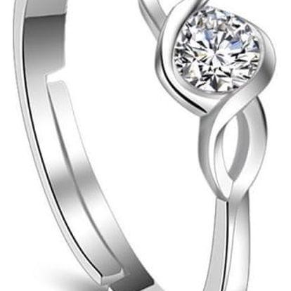 Nastavitelný dámský prstýnek ve stříbrné barvě s kamínkem