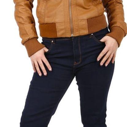 Tmavé džíny nejen pro plnoštíhlé