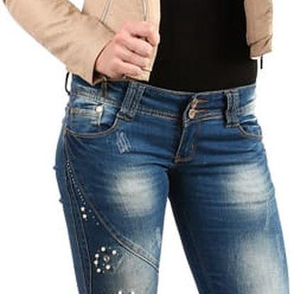 Nápadité džíny s perlovou aplikací