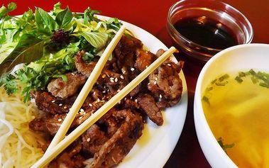 Vietnamské speciality pro 1 nebo 2 osoby: grilovaná kachna či vepřové maso v centru Prahy