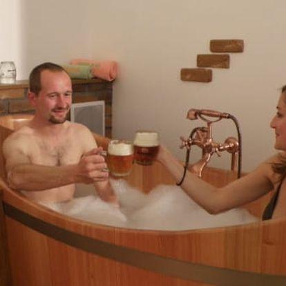 Pivní koupel a relax pro dva s neomezenou konzumací 12° piva Bernard na 80 min.