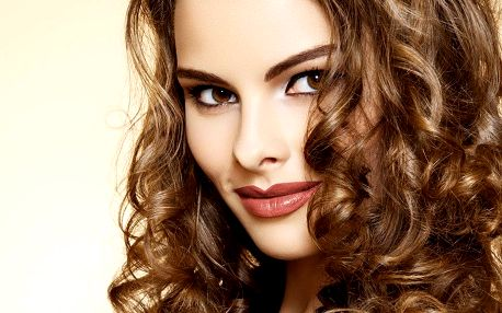 Dámský střih v kadeřnictví Hair & Beauty
