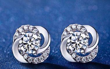 Náušnice s kamínky ve stříbrné barvě