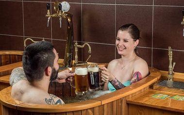 Perličková pivní lázeň s neomezenou konzumací piva + solná jeskyně, masáž, relax pro dva