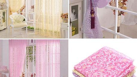 Záclona se vzorem lístků a květin