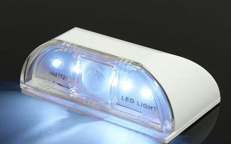 Malé LED světýlko s čidlem pohybu pro osvětlení dveří