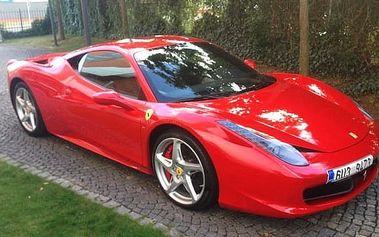 Zážitková jízda na 3 až 5 kol ve Ferrari 458 Italia nebo Mitshubishi Lancer EVO X, Hradec K.