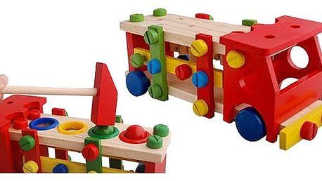 dětské dřevené autíčko s kladivkem a šroubovakem