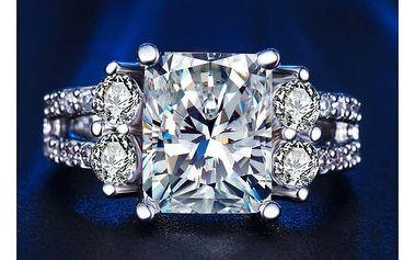 Dámský prsten s velkým kamínkem ve stříbrné barvě