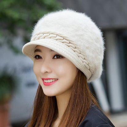 Dámská zimní čepice - chlupatá s kšiltem
