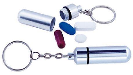 Malé pouzdro na léky ve formě přívěsku na klíče