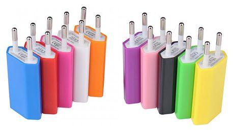 Cestovní nabíjecí USB adaptér v různých pestrých barvách