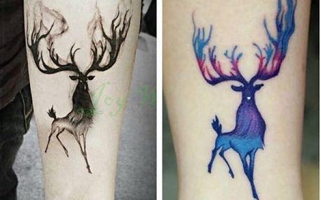 Dočasné tetování s motivem bájného jelena