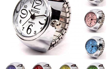 Prstýnkové hodinky s mohutným ciferníkem