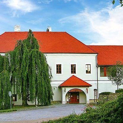 3–6denní pobyt s polopenzí a vínem pro 2 v penzionu Zámeček Strání v Bílých Karpatech