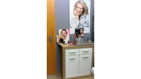 Vyživující ošetření pleti kosmetikou Alcina a vyžehlení vrásek galvanickou žehličkou