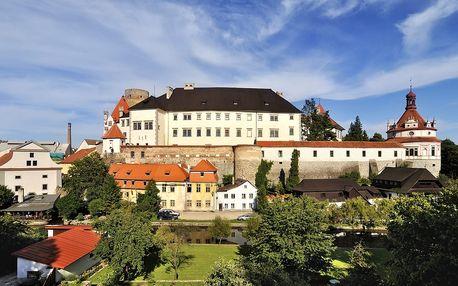 Jindřichův Hradec: romantika u zámku na 3-5 dní pro 2 osoby s polopenzí a projížďkou na loďce