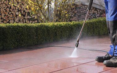 Příprava na jaro: čištění zámkové dlažby