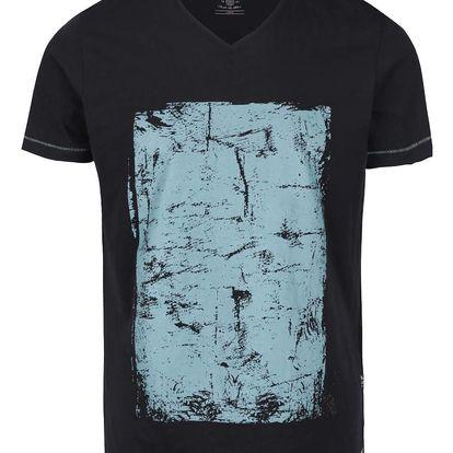 Černé triko s véčkovým výstřihem a modrým potiskem Blend