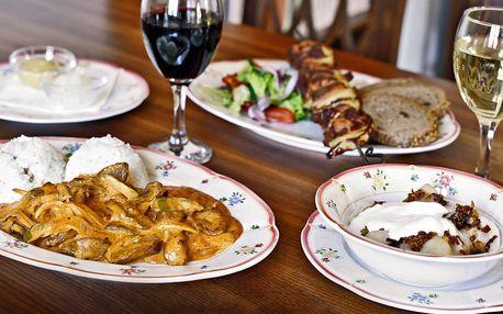 Labužnické ruské menu a lahev vína pro dva