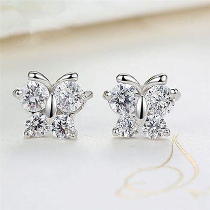 Drobné náušnice s motýlky ve stříbrné barvě