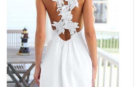 Bílé letní šaty s krajkovými květy na zádech