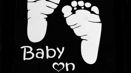 Samolepka na auto - Nožičky s nápisem Baby On Board