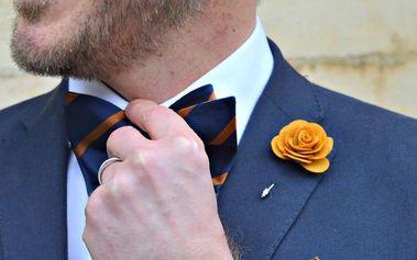 Módní ozdoba do klopy pro pravého gentlemana