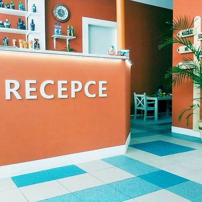 Relaxační masáž zad, šíje a nohou či sportovní masáž v délce až 80 minut v Liberci