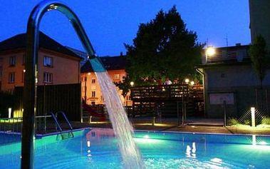 Wellness pobyt s procedurami a polopenzí pro dva, masáž, bazén, finská a solná sauna.