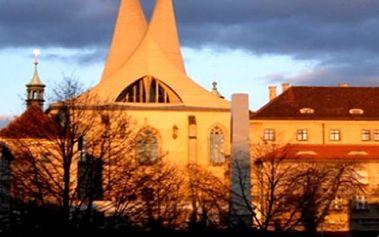 Vstupenka na koncert slavných filmových a muzikálových melodií v Emauzském klášteře.