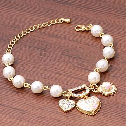 Romantický náramek s perlami a přívěšky